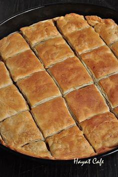 el-acmasi-börek Pie Recipes, Baby Food Recipes, Mexican Food Recipes, Dessert Recipes, Desserts, Pastry And Bakery, Turkish Recipes, Fish Dishes, Food Inspiration