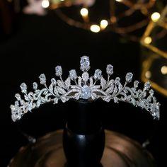 Sweet 16 Hairstyles, Simple Wedding Hairstyles, Wedding Jewelry Sets, Bridal Jewelry, Rhinestone Jewelry, Crystal Rhinestone, Swarovski Crystals, Bridal Crown, Bridal Tiara