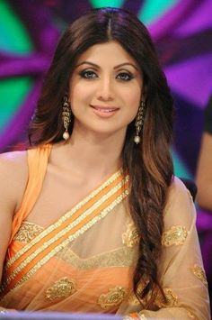 Buy Bollywood Designer Sarees Online and Shine like your Favorite Bollywood Diva. Check out the latest Bollywood Sarees Collection now. Bollywood Actress Hot Photos, Indian Bollywood Actress, Beautiful Bollywood Actress, Most Beautiful Indian Actress, Bollywood Designer Sarees, Designer Sarees Online, Bollywood Saree, Bollywood Fashion, Indian Celebrities