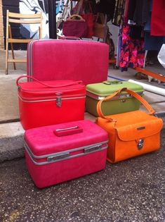 Vintage! Peddlers Antique Mall in Springhill/ Greenbrier has a lot of these overnight cases & suitcase too