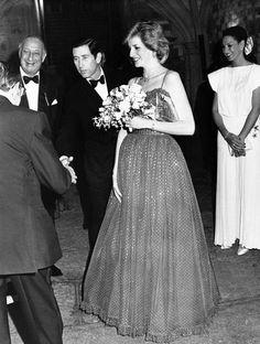 Back in the days: Lady Diana schwanger. Anregungen zum Thema Schwangerschaftsmode: http://www.stylesyoulove.de/guide/umstandsmode-guide-ganz-schoen-schwanger