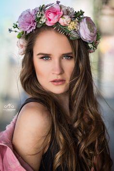 model Adriana Prague flowers Carbickova bijoux
