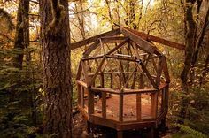 $200 Earthen Geodesic Dome Cabin Uses Salvaged Materials : TreeHugger