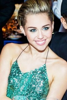 She is a beautiful women. She is MILEY CYRUS
