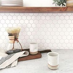 4 Talented Cool Tips: Backsplash Diy Bar Tops backsplash alternatives.Subway Tile Backsplash Patterns peel and stick backsplash for bathroom.Peel And Stick Backsplash For Bathroom. Backsplash Herringbone, Hexagon Backsplash, Hexagon Tiles, Backsplash Design, Honeycomb Tile, Beadboard Backsplash, White Tile Backsplash Kitchen, Kitchen Backplash, Kitchen Remodeling