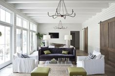 Casas Magnificas- Uma casa aberta para o exterior* Magnificent Houses-An open house to the outside Eclectic Living Room, Living Room Decor, Living Spaces, Living Rooms, Living Area, Bungalows, Living Vintage, White Rooms, White Walls