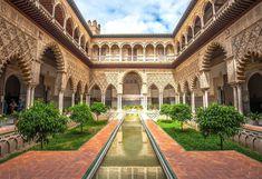 ALCÁZAR DE SEVILLA Dorne Cool Places To Visit, Places To Travel, Travel Destinations, Alcazar Seville, Algarve, Spain Travel, Gaudi, Architecture, Travel Inspiration