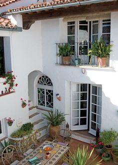 Casa y Campo - El Porche, en Andalucía un típico patio recoleto y sombreado para aguantar las horas más calurosas del día. La fuente, imprescindible, da una nota de frescor.