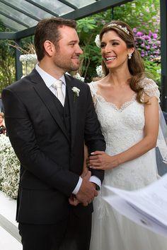 Ana Luiza e André oficializaram a união com um charmoso casamento na fazenda. A noiva usou vestido Emannuelle Junqueira.Ã'Â
