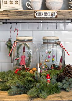 Advent wreath in the country house style, red white country house deco make yourself original . Small Christmas Trees, Noel Christmas, Rustic Christmas, Vintage Christmas, Christmas Wreaths, Christmas Crafts, Christmas Decorations, Holiday Decor, Modern Christmas