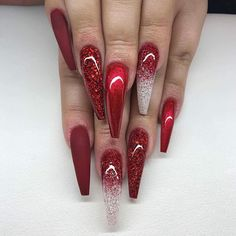 Learn the best trick for making perfect marbled finger nails Page 8 of 58 - Ongles 02 Red Christmas Nails, Xmas Nails, Holiday Nails, Red Acrylic Nails, Red Glitter Nails, Red Chrome Nails, Long Red Nails, Red Ombre Nails, Nails Short