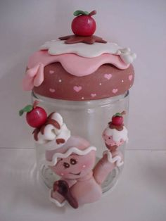 Modelagem em biscuit feita a mão...  Cores e modelos podem ser alterados de acordo  com o gosto do cliente.
