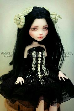 Anastazia Custom beautiful Dol Monster High repaint