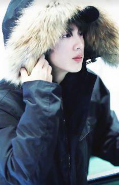 This man is fuckn Gorgeous! Bts Bangtan Boy, Bts Boys, Bts Taehyung, Seokjin, K Pop, Jimin 95, Jin Kim, Les Bts, Yoongi