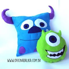 Olá, você já deve ter notado que os produtos personalizados e com personagens de desenhos e filmes estão muito na moda, sejam industrializado ou artesanais Pillow Crafts, Diy Pillows, Throw Pillows, Diy Arts And Crafts, Felt Crafts, Sewing Crafts, Sewing Projects, Monster Under The Bed, Disney Baby Clothes