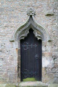 Decorated north doorway Late 14th century ogee north doorway to All Saints' church, UK приятелката на готическата врата