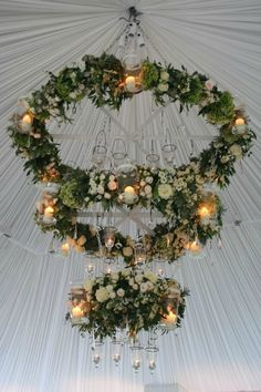 wedding chandelier with florals, rustic wedding ideas, wedding lights ideas Hula Hoop Chandelier, Flower Chandelier, Diy Chandelier, Chandelier Wedding, Diy Wedding Decorations, Wedding Centerpieces, Wedding Ideas, Aisle Decorations, Wedding Flower Arrangements