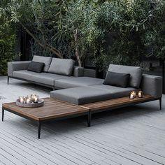 Het minimalistische en luxe design van de Grid Lounge van Gloster nodigen u uit om heerlijk in uw tuin te genieten op ieder moment van de dag. Modern Garden Furniture, Small Furniture, Furniture Design, Outdoor Lounge, Outdoor Living, Outdoor Sectional, Sectional Sofa, Outdoor Decor, Modular Lounges