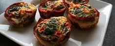 Lækre æggemuffins med parmaskinke, spinat og peberfrugt. Velsmagende, nemme og gode til madpakken, morgenmaden eller som tilbehør til kød eller salat....