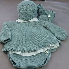 This Pin was discovered by Ümi Knitting For Kids, Baby Knitting Patterns, Baby Patterns, Crochet Baby Jacket, Crochet Baby Hats, Tricot Baby, Knitted Baby Clothes, Baby Cardigan, Girl Doll Clothes