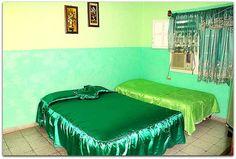 Detalle  de la habitación 2. Patio, Poker Table, Trinidad, Lounge, Couch, Bed, Furniture, Home Decor, Chair
