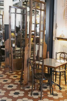 A trip to Bombay: Lunch at Dishoom, a Bombay Café in London, designed by Russell Sage Cafe Interior, Interior Exterior, Exterior Design, Restaurant Design, Restaurant Bar, Dishoom, Restaurant Marketing, Coffee Places, Cafe Style