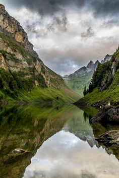 10 hiking tips for Switzerland - the most beautiful hikes - Top hiking spots in Switzerland - Hiking Spots, Hiking Tips, Camping And Hiking, Camping Site, Camping Places, Colorado Hiking, Peaceful Places, Travel Goals, Travel Tips