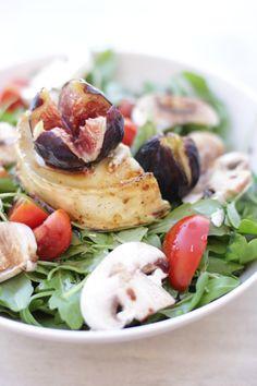 Salat mit Ziegenkäse, Honig und Feige