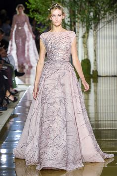 The complete Zuhair Murad Fall 2017 Couture fashion show now on Vogue Runway. Fashion Week, Star Fashion, Fashion Show, Fashion 2017, Fall Fashion, Couture Week, Couture Fashion, Runway Fashion, Couture Style