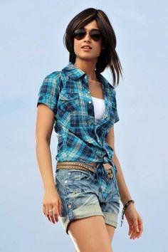 Download Ileana Dcruz New Sexy Stills Wallpaper HD FREE Uploaded by - Sumit (wallpaper id - 82591) | MrPopat