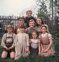 Julie Andrews and the cast of actors playing the Von Trapp Children in Sound of Music