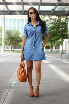 Check Out 25 Best Denim Dress For Women. Denim dresses are made in many colors, and made in many styles and designs. Not only are denim dresses complementary on fitting any body shape, but they are made in all sizes and offer a true flattering look. Skirt Outfits, Casual Outfits, Cute Outfits, Fashion Outfits, Denim Dresses, Looks Style, Casual Looks, Casual Chic, Dress To Impress