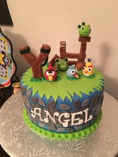 Angry birds cake                                                                                                                                                     More Gâteau Angry Birds, Torta Angry Birds, Bird Birthday Parties, Birthday Cake, Bird Cakes, Cupcake Cakes, Piece Of Cakes, Party Cakes, Cake Designs