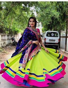Hetal ponda selection Chaniya Choli For Kids, Chaniya Choli Designer, Garba Chaniya Choli, Garba Dress, Navratri Dress, Designer Bridal Lehenga, Lehnga Dress, Choli Blouse Design, Choli Designs