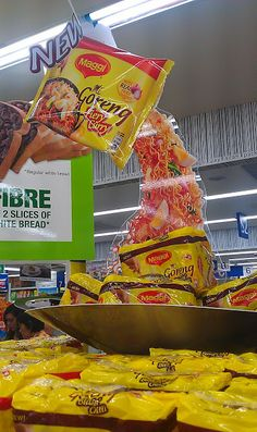 New Maggi Mee Goreng Block Stack Pos Display, Display Design, Booth Design, Store Design, Point Of Purchase, Point Of Sale, Merchandising Displays, Store Displays, Gondola