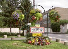 city entrance atech www. Saint Germain, Urban Furniture, Flower Boxes, Malaga, Entrance, Cities, Wreaths, Plants, Decor