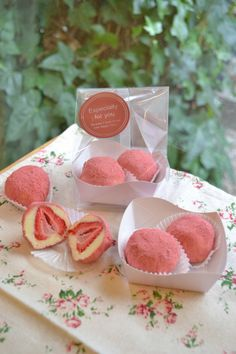 「【VD2018】いちご入りホワイト生チョコ」よう | お菓子・パンのレシピや作り方【cotta*コッタ】 Japanese Candy, Japanese Sweets, Japanese Pastries, Strawberry Cream Cakes, Mochi Ice Cream, Junk Food Snacks, Pink Foods, How To Eat Better, Chocolate Strawberries