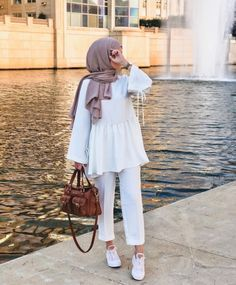 You can find Hijab chic and more on our website. Hijab Fashion Summer, Modest Fashion Hijab, Modern Hijab Fashion, Street Hijab Fashion, Casual Hijab Outfit, Outfits Casual, Hijab Fashion Inspiration, Hijab Chic, Muslim Fashion