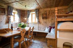 Luxus Chalet Hafling - Hüttenurlaub in Hafling mieten - Alpen Chalets & Resorts Chalet Design, House Design, Ski Decor, Home Decor, Build A Closet, Farmhouse Remodel, Farmhouse Furniture, Cabins In The Woods, Living Spaces