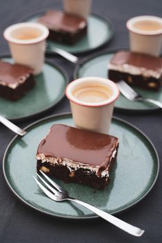 Twix Cheesecake Recipe, Easy Desserts, Dessert Recipes, Just Eat It, Cafe Food, Foods To Eat, Chocolate Desserts, Food Dishes, Sweet Recipes