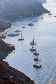 Santorini Caldera, boats at dawn Greece Santorini Caldera, Santorini Honeymoon, Santorini Greece, Mykonos, Places To Travel, Places To Visit, Beautiful Islands, Beautiful Places, Greece Tours