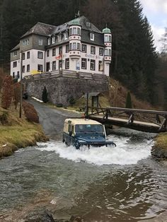 Bridge is for the weak ! :) Land Rover Models, Automotive Art, Offroad, Land Rovers, Land Rover Defender 110, Land Cruiser, Range Rover, Campervan, Landing