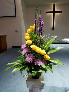 Blumenarrangement-Ideen - Best Picture For funeral diy For Your Taste You are looking for something, and it is going to tell you exactly what you are looking for, and y Arrangements Funéraires, Winter Flower Arrangements, Funeral Flower Arrangements, Funeral Flowers, Floral Arrangement, Succulent Arrangements, Altar Flowers, Unique Flowers, Amazing Flowers