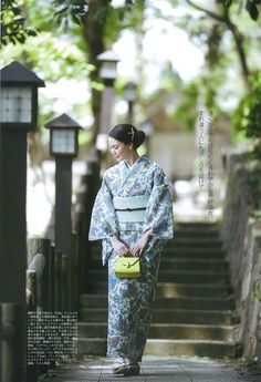 Japanese Yukata, Traditional Japanese Kimono, Japanese Costume, Cute Japanese, Japanese Outfits, Traditional Dresses, Japanese Lady, Japanese Modern, Modern Kimono