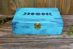 Jewelry For Sale Online Painted Wooden Boxes, Painted Jewelry Boxes, Wood Boxes, Wooden Diy, Wooden Keepsake Box, Keepsake Boxes, Tiny Treasures, Diy Box, How To Distress Wood