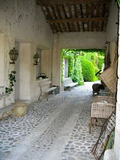 Cobble stone floor for outdoors