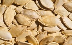 How to Roast Pumpkin Seeds for a Healthy Snack Don't waste your Jack O'Lantern's seeds, but instead create a healthy and nutritious snack by making roasted pumpkin seeds - packed full of nutrients. Vegan Protein Powder, Rich In Protein, Whey Protein, Roasted Pumpkin Seeds, Roast Pumpkin, Nutritious Snacks, Healthy Snacks, Eat Healthy, Healthy Nutrition