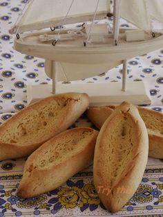 Une petite douceur typiquement provençale: la navette marseillaise. Sa forme particulière est censée représenter la barque qui amena...