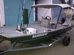 20 Awesome Jon Boat Modification - Go Travels Plan Used Fishing Boats, Aluminum Fishing Boats, Aluminum Boat, Best Fishing, Kayak Fishing, Fishing Tips, Fishing Poles, Crappie Fishing, Fishing Basics