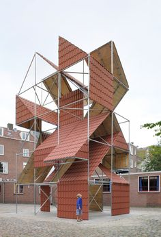 is a by filip dujardin consisting of a scaffold construction which compresses several roof-types of x x with a spatial grid of cubes of x Grid Architecture, Temporary Architecture, Computer Architecture, Organic Architecture, Zaha Hadid, Modern Roofing, Grand Tour, Metal Roof, Art Plastique